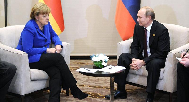 Putin-Merkel-305657138